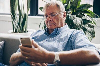 Tech Savvy Seniors |  Books & Borrowing on your Smartphone/Tablet